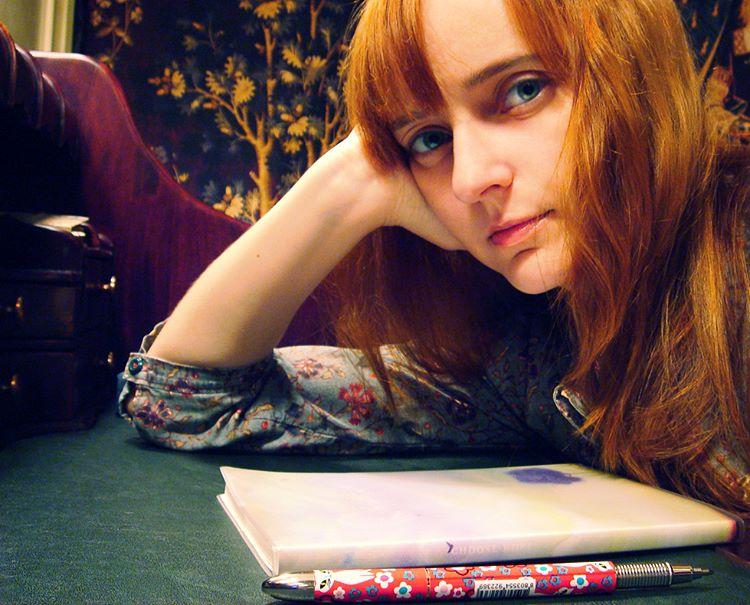 Лолита Быстрова за бюро