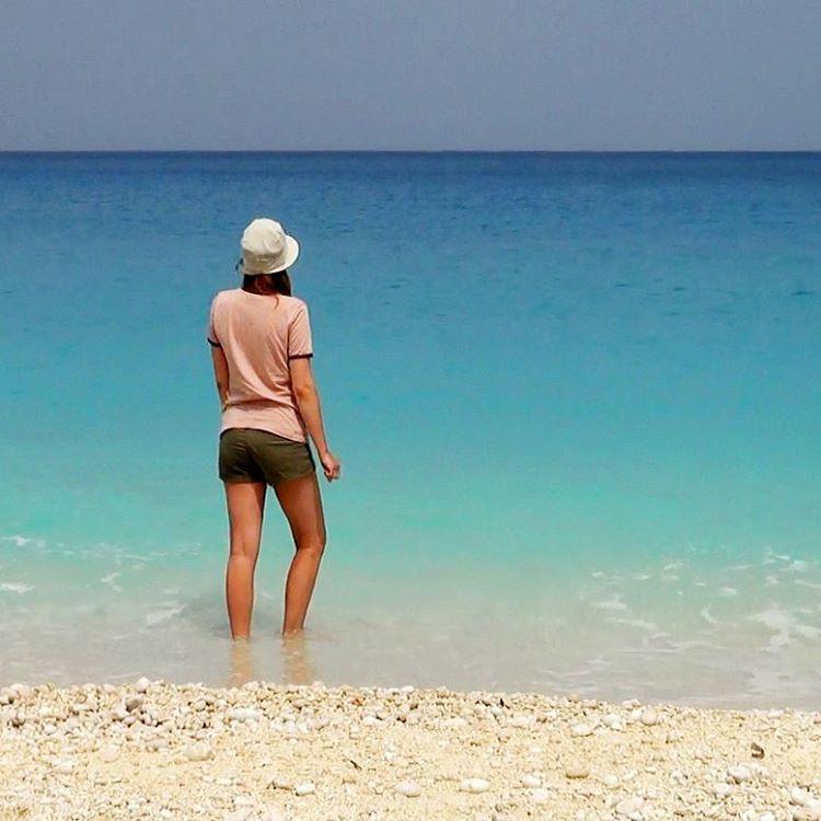Лолита Быстрова на море в Греции