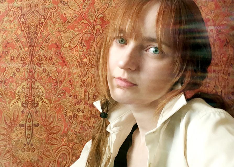 Лолита Быстрова в белой рубашке с косичками