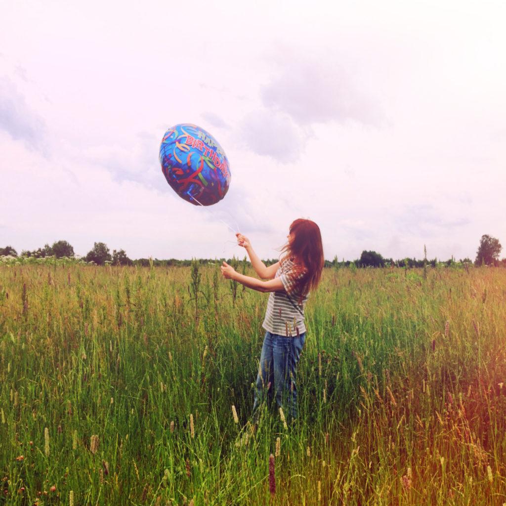 Лолита Быстрова с воздушным шаром