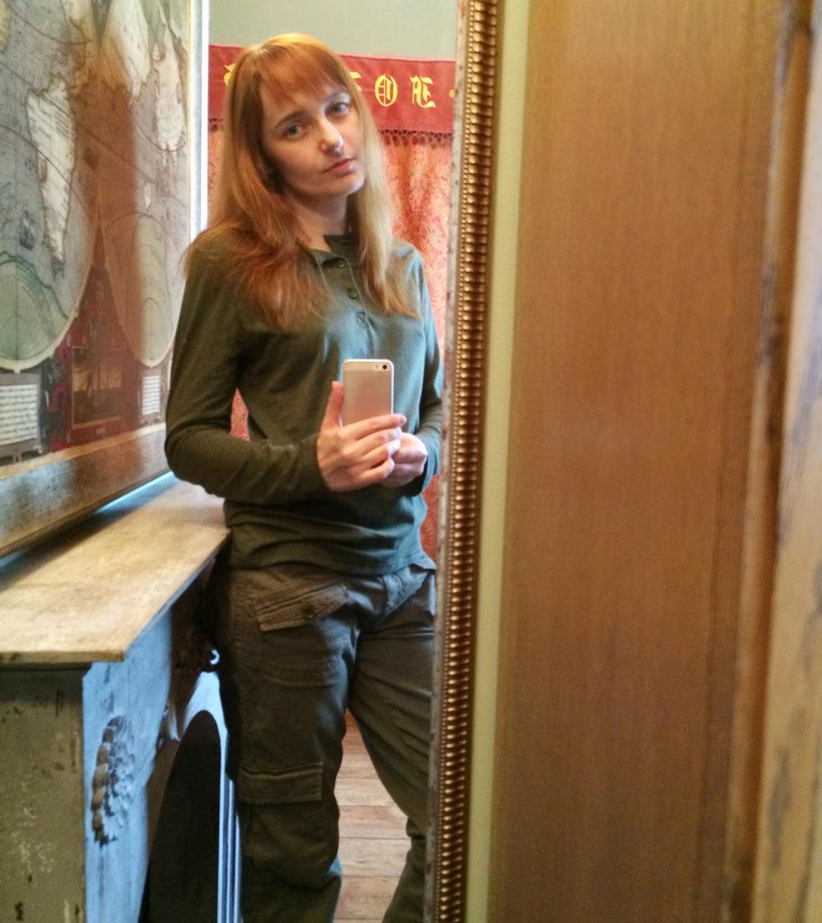 Лолита Быстрова в брюках карго