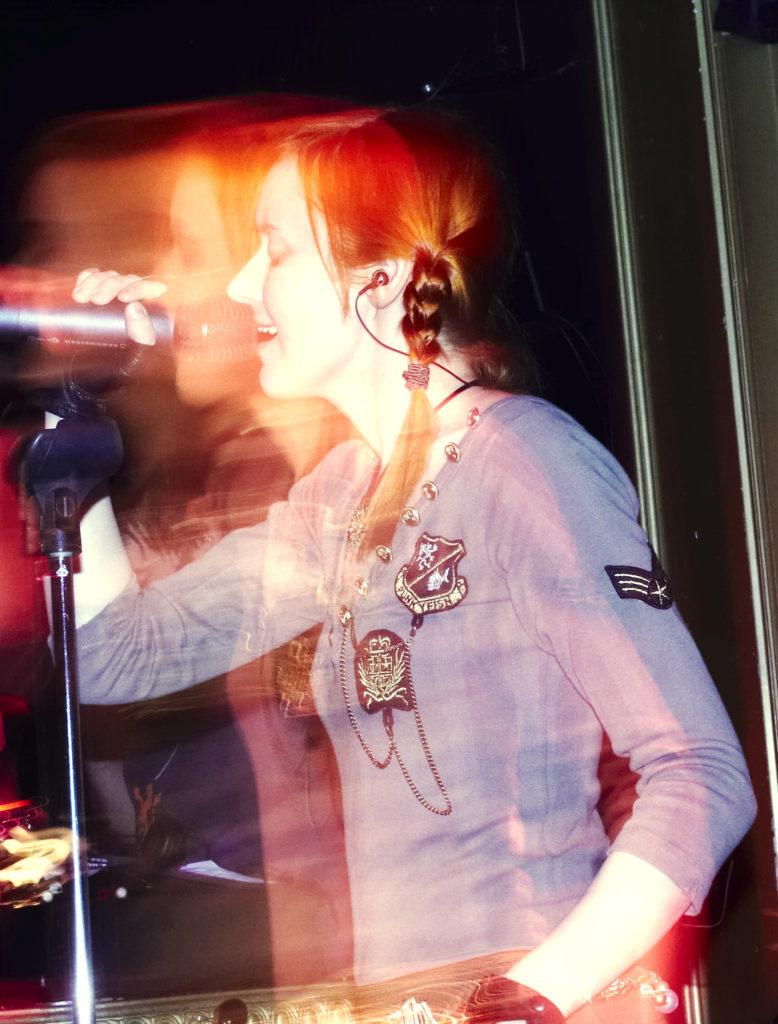 Лолита Быстрова в клубе 16 тонн на презентации