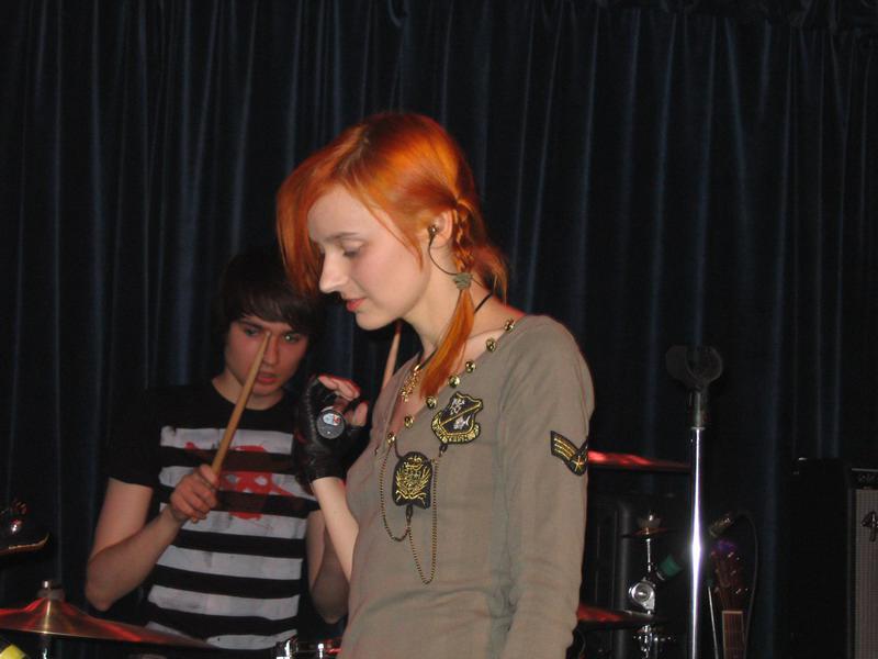 Лолита Быстрова в клубе 16 тонн