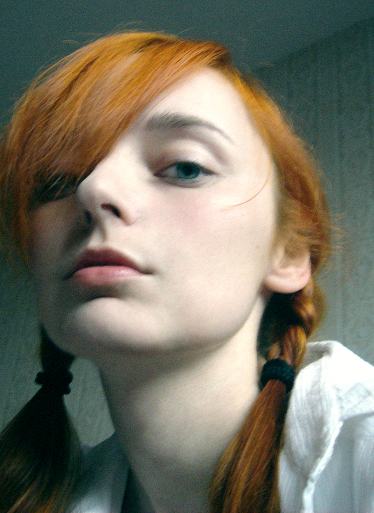 Лолита Быстрова рыжие косы зеленые глаза