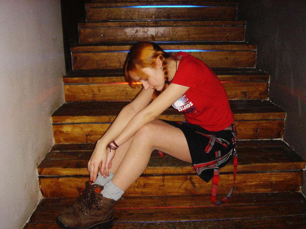 Лолита Быстрова на лестнице
