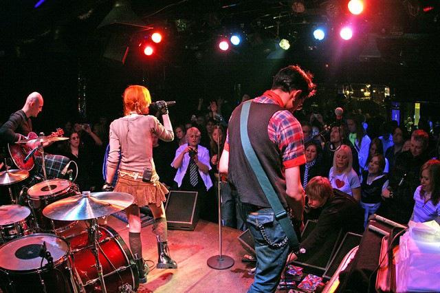 Лолита Быстрова на концерте в клубе 16 тонн