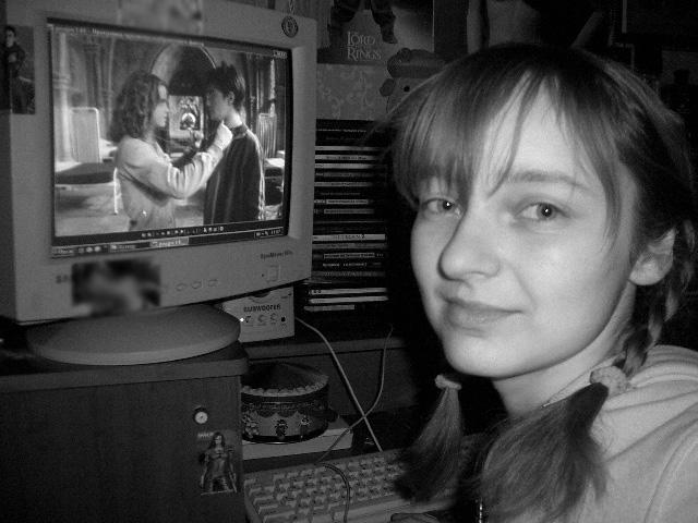 Лолита Быстрова смотрит Гарри Поттера