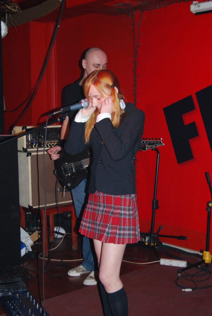 Лолита Быстрова в шотландской юбке FM кафе