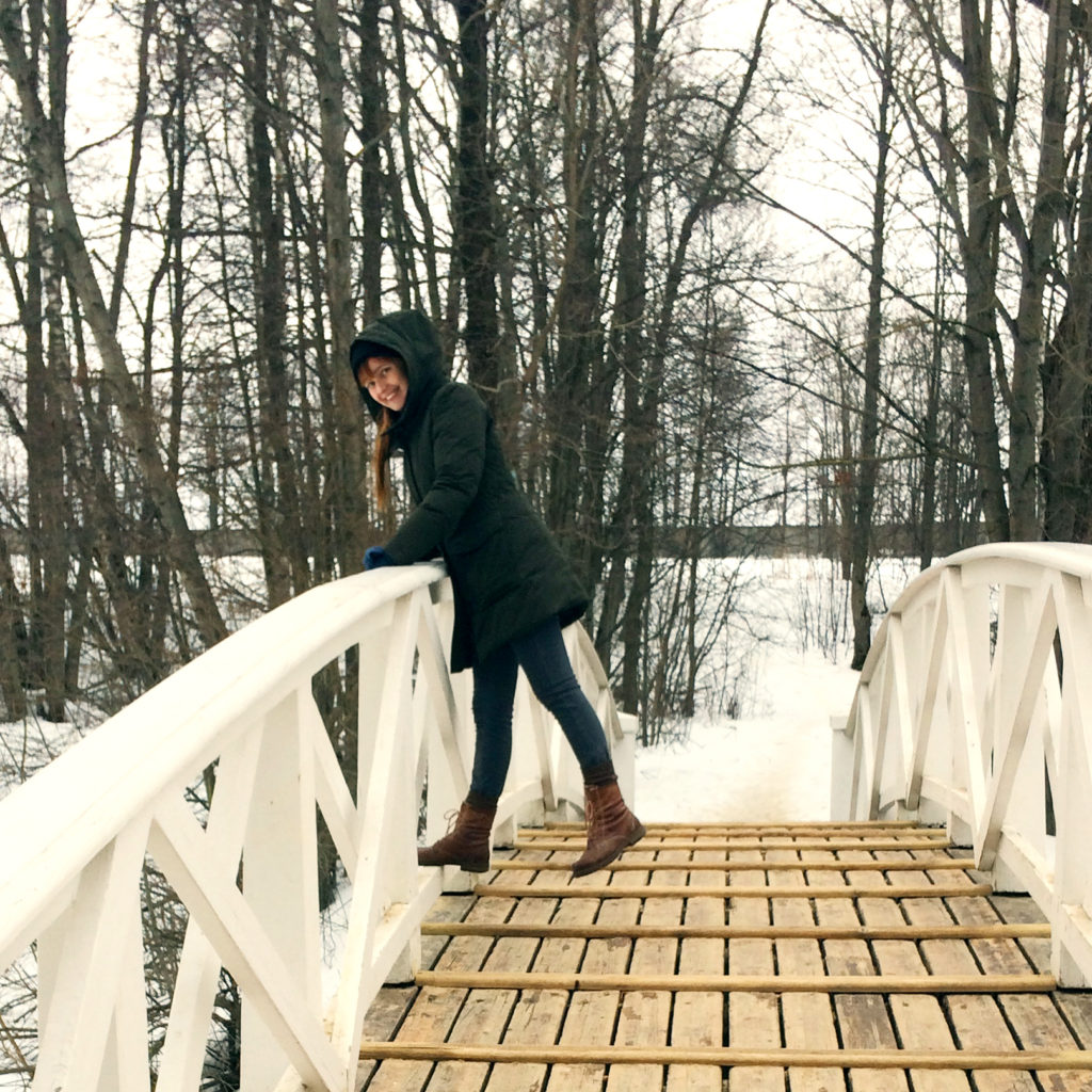 Лолита Быстрова зимнее фото на мосту